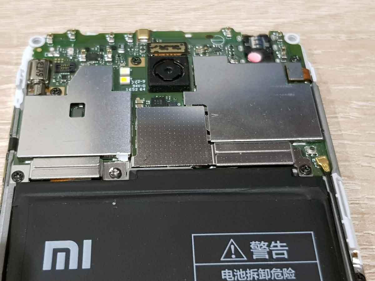 Xiaomi со снятой крышкой
