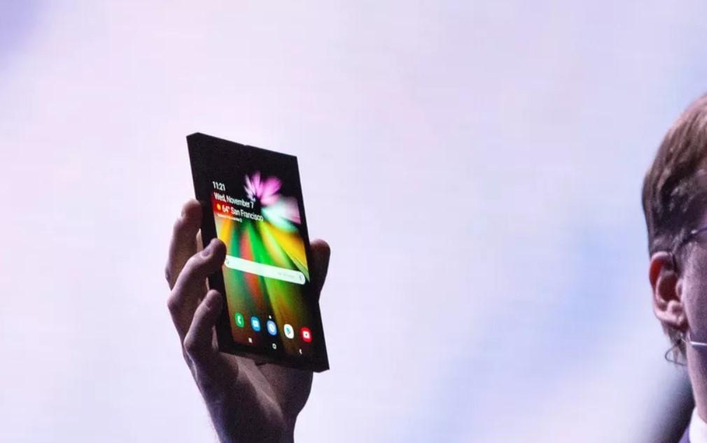 Гибкий смартфон Samsung Galaxy F